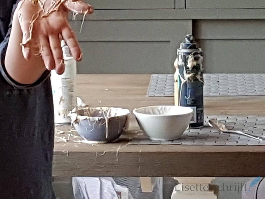 slijm maken van scheerschuim en lijm en lenzenvloeistof Lisette Schrijft