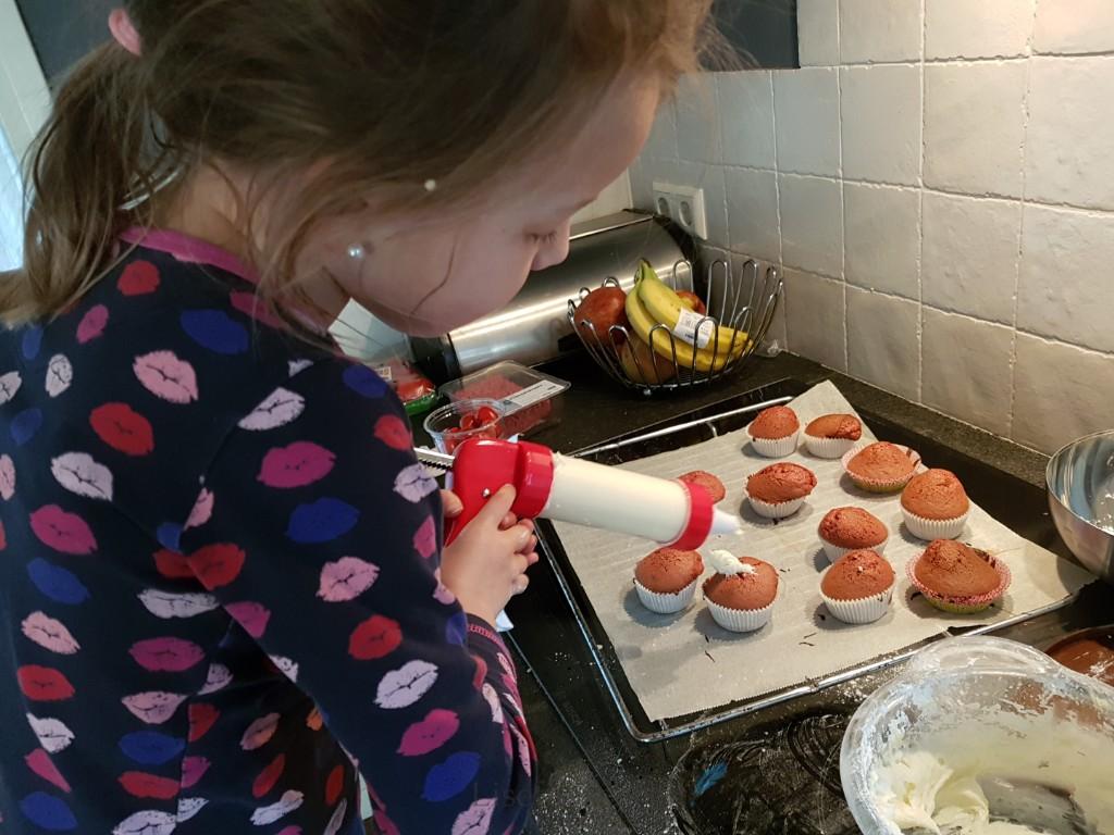 red velvet cupcakes bakken Lisette Schrijft