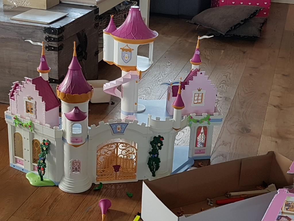 playmobil kasteel in elkaar zetten voor verjaardag Lisette Schrijft