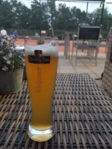 biertje na de tennisles op donderdag Lisette Schrijft