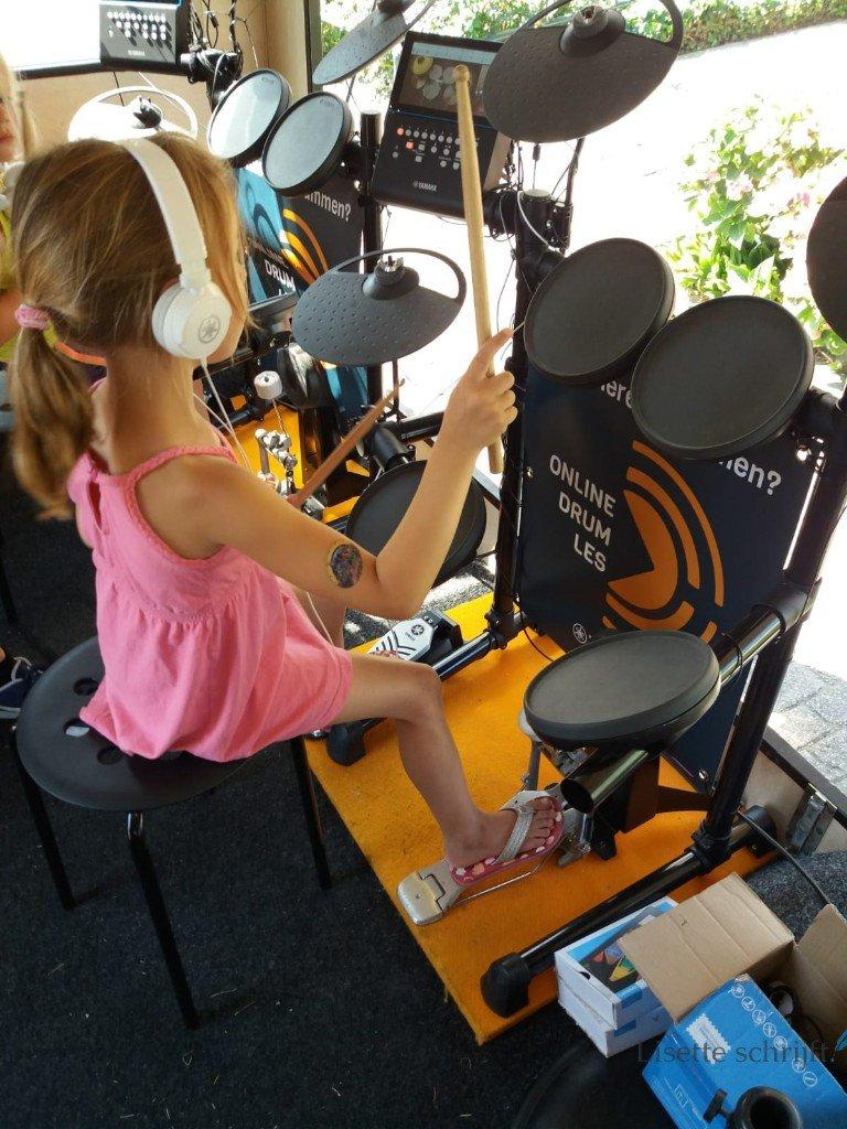 Drumles als zomeractiviteit op de BSO Lisette Schrijft
