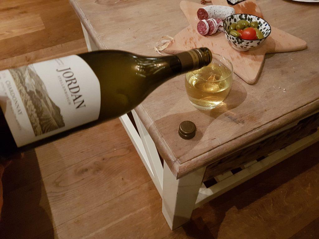 wijn inschenken op oudejaarsavond