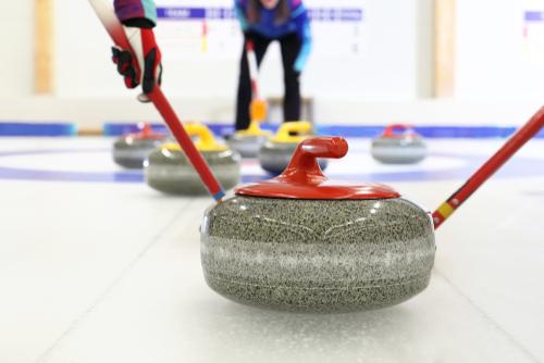Het spel curling waarnaar de curlingouder is vernoemd