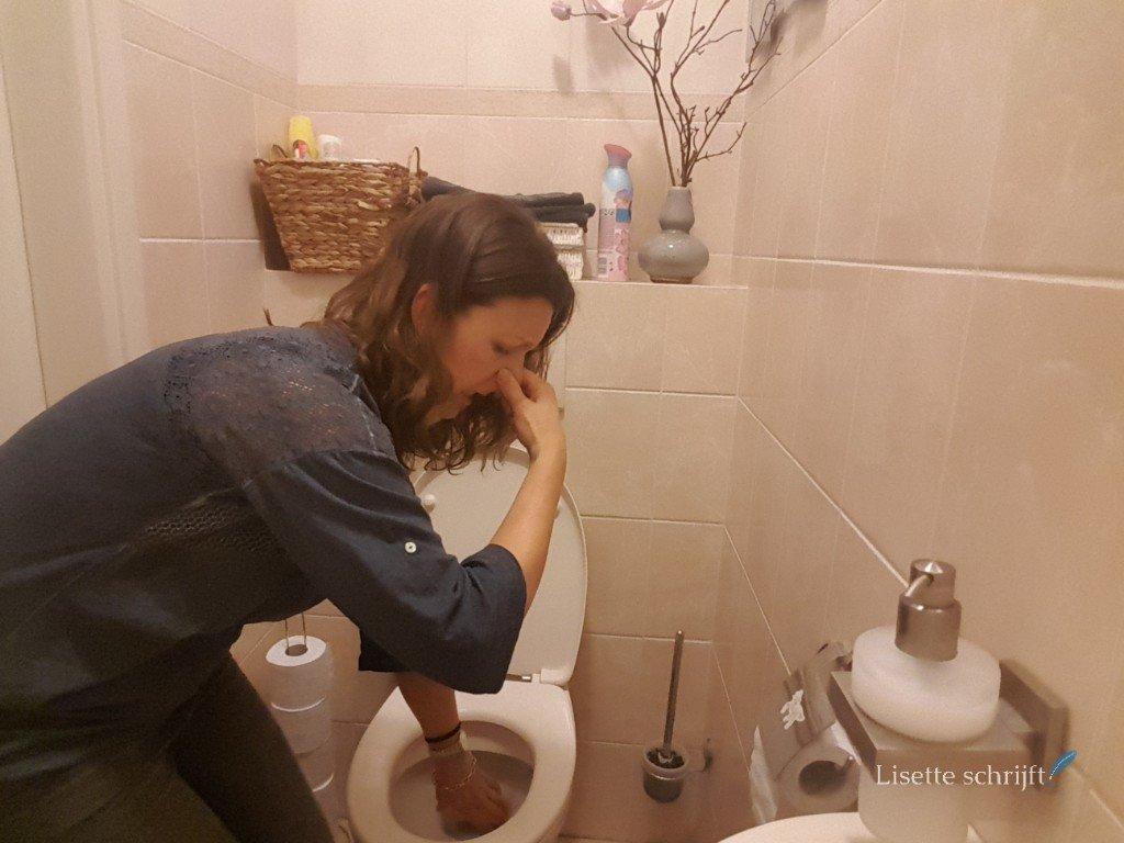 je telefoon uit de wc vissen als die er is ingevallen Lisette Schrijft
