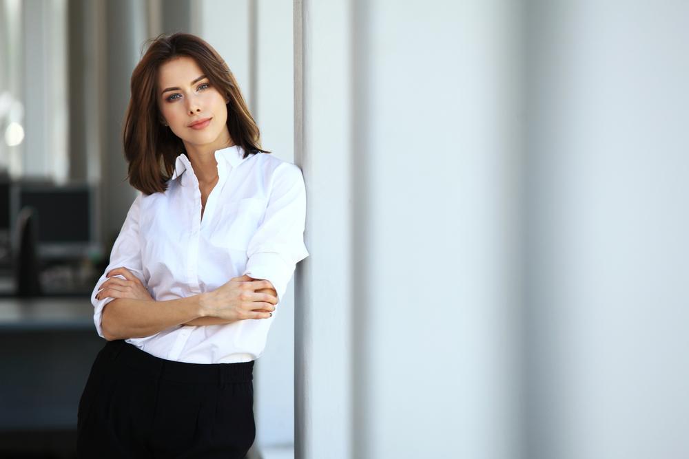 vrouw met zakelijke kleding