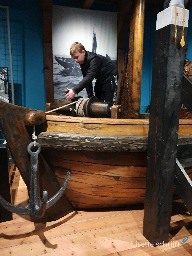het anker ophalen bij het zuiderzeemuseum