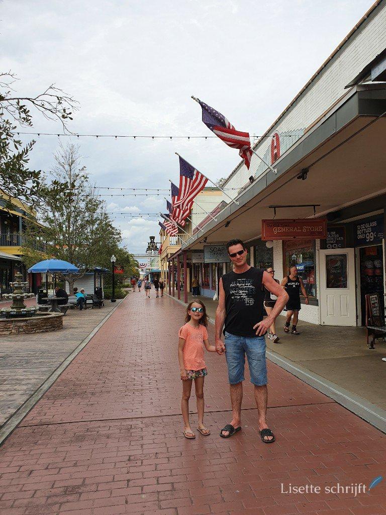 vader en dochter in Old Town Kissimmee