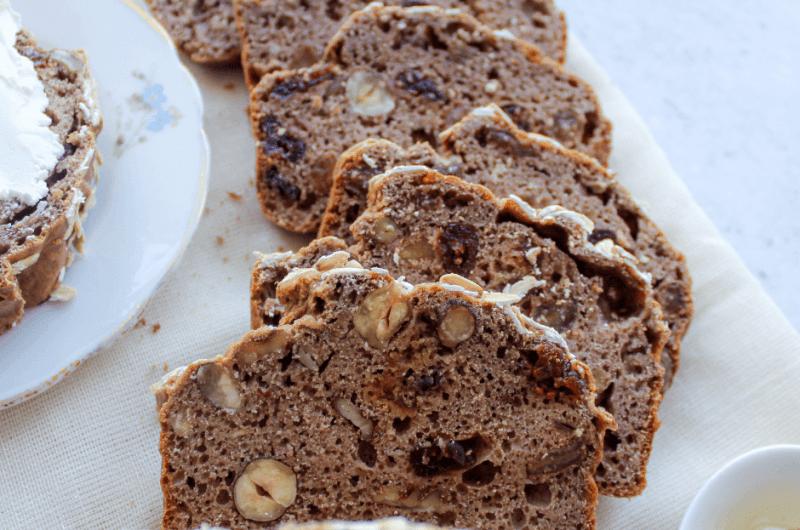 Rozijnen noten brood