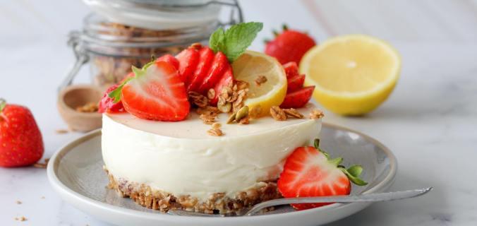 No bake citroen en aardbeien kwarktaartje