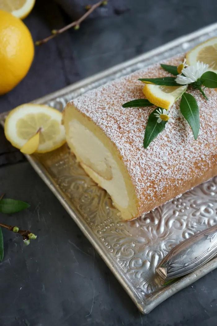Zitronenbiskuitrolle mit Mascarpone-Sahne-Creme
