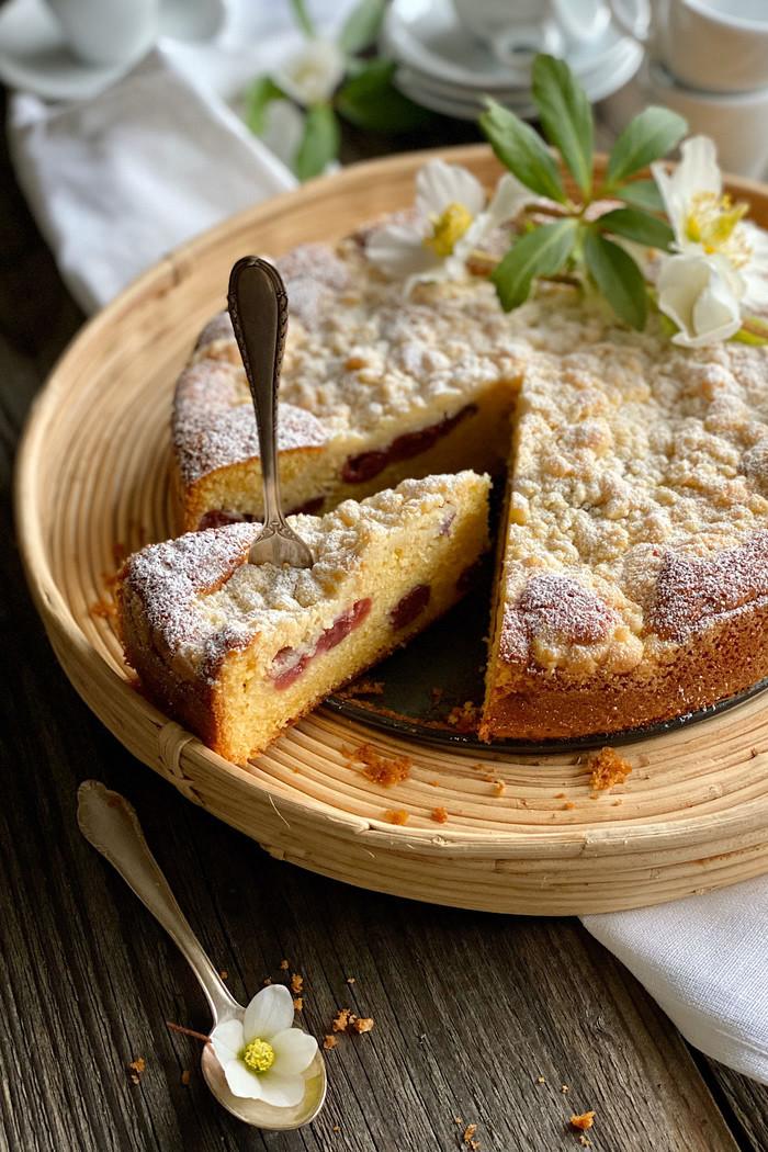 Sahne Rührkuchen mit Kirschen & Streusel