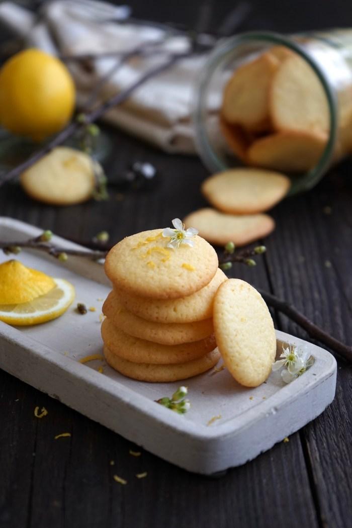 Einfache Zitronenplätzchen – fein, butterzart & knusprig