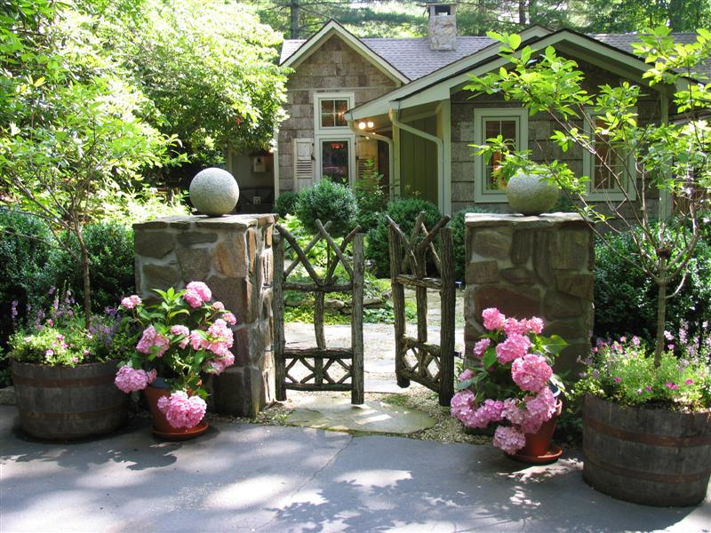 Maybe I will repeat my last renovations Entry Garden–I have all asphalt again ... not charming