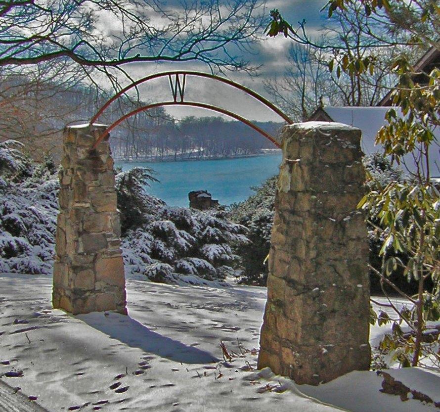 Tate mountain gate