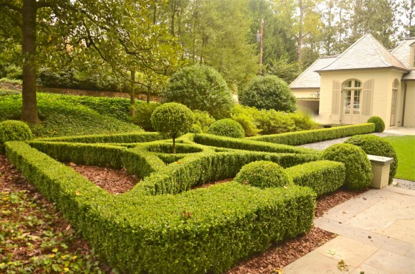 The entry drive and more boxwood edged beds—love this