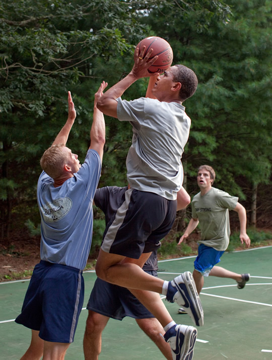 obama jogando basquete