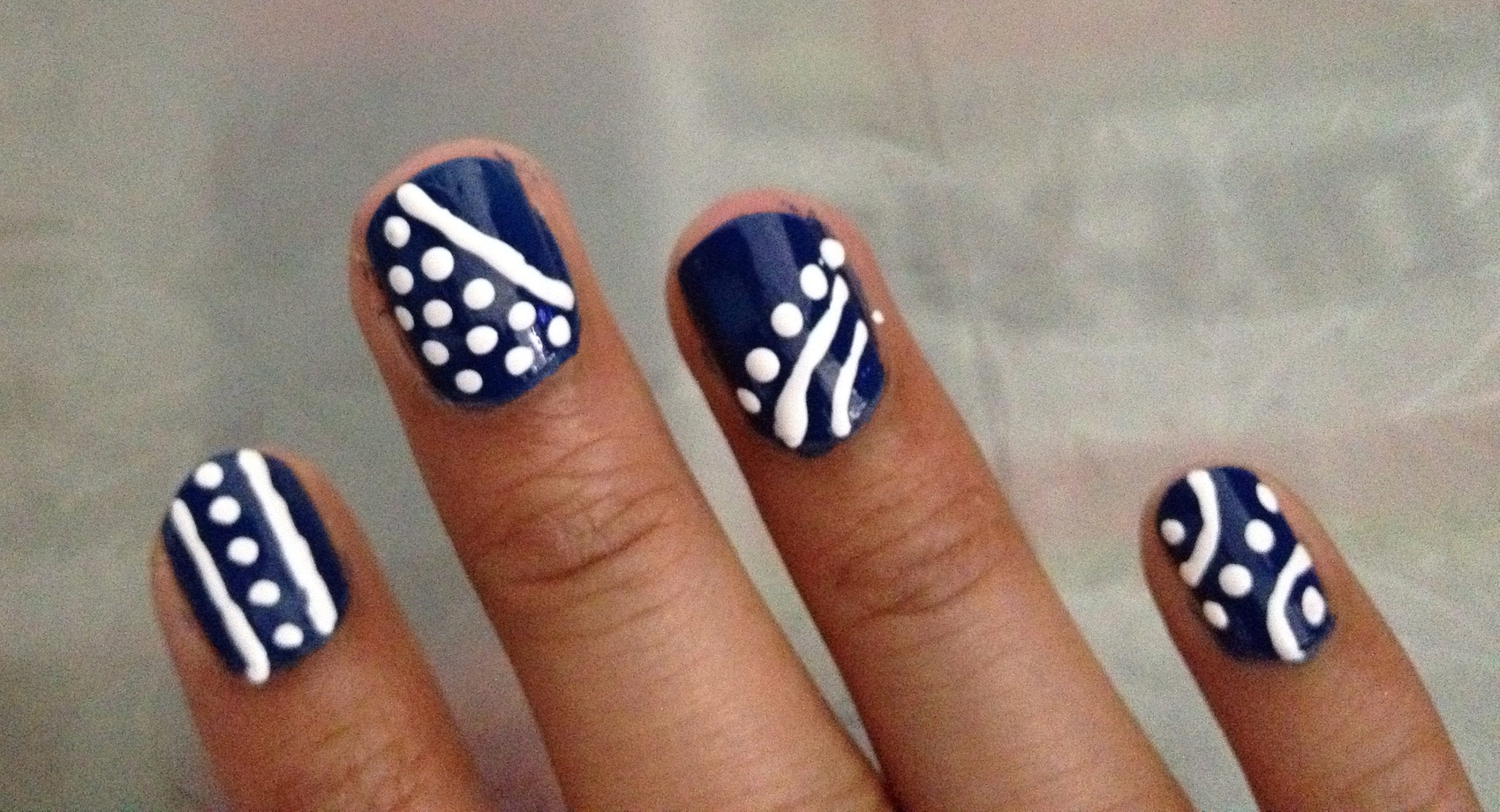 Unique Nail Art This Chic Design Is Super Easy And The Best Part That Doesn T Need To Be Perfect Choose Any 2 Of Your Favorite Colors Go Well