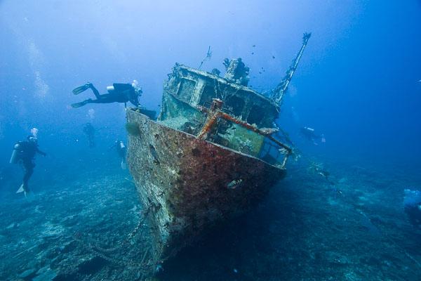 shipwreaks under sea