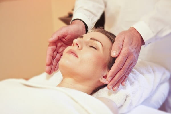 Head Massage Relieves Stress at Work