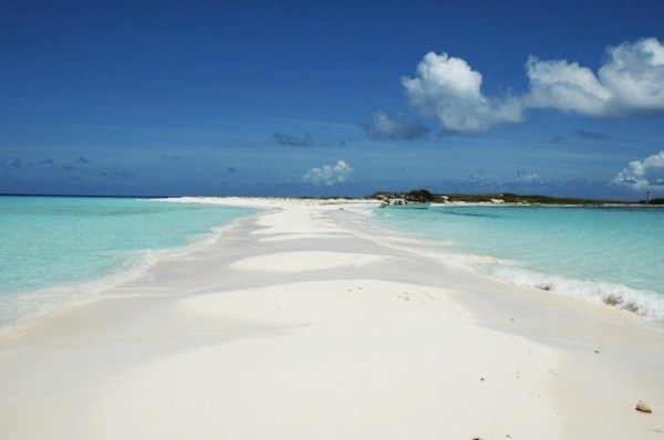 20 Breathtaking Beaches Cayo de Agua