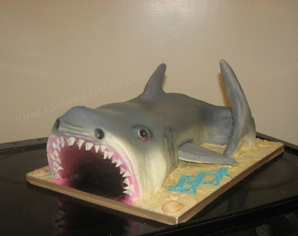 20 Killer Shark Cakes, mouth wide open.