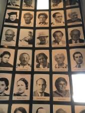 Museu na antiga fábrica de Oskar Schindler - fotos de alguns judeus que trabalhavam na fábrica