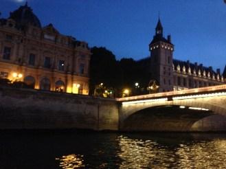 Passeio de barco no Sena