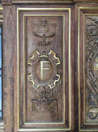 F de François I em diversos detalhes da decoração