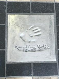 Cannes - mão dos artistas gravados na calçada