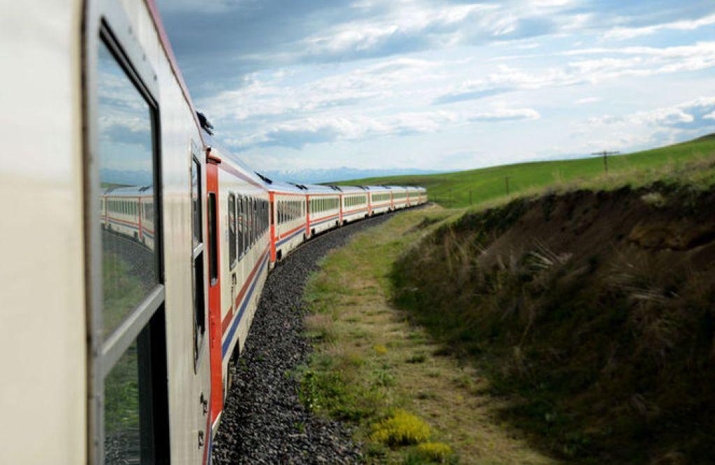 tren yolculuğu hangi mevsim