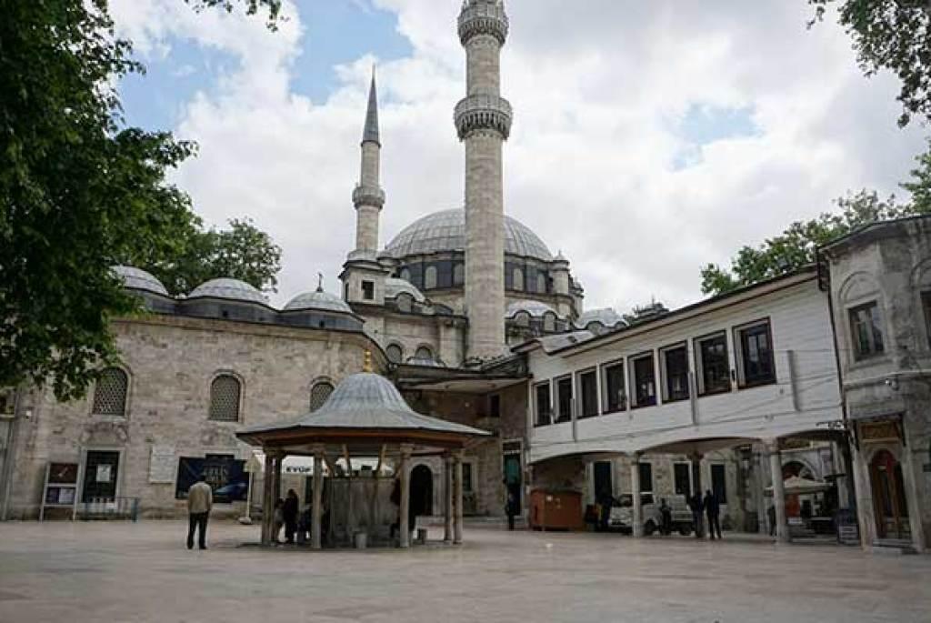 Bursa Emirsultan Square