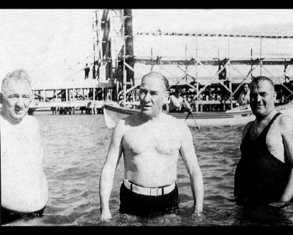 4. Atatürk'e ölesiye bağlılığın simgesi