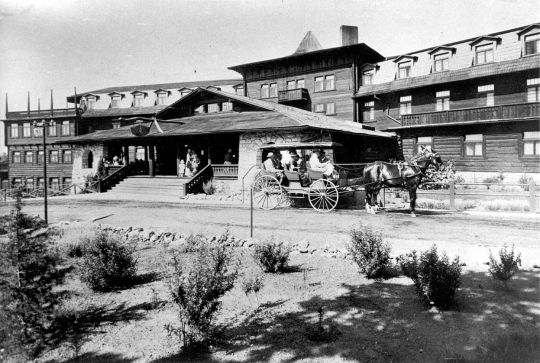 The El Tovar Hotel in the early 1900s brought luxury to the Grand Canyon
