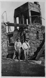 Jack London supervising construction of Wolf House