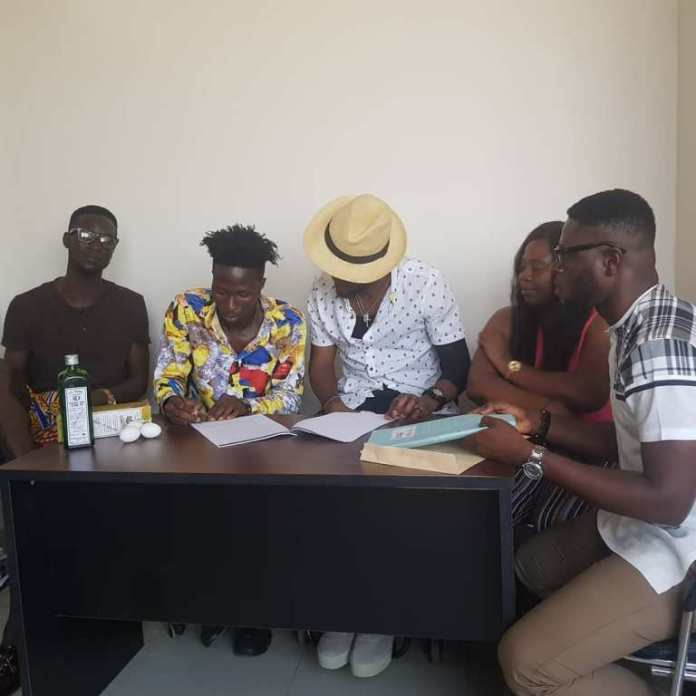 Ogidi Brown signs new artiste, makes him swear with Schnapp and eggs to prevent ungratefulness (photo)