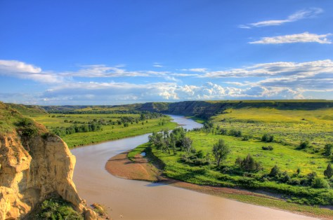 north-dakota-theodore-roosevelt-national-park-looking-at-the-river