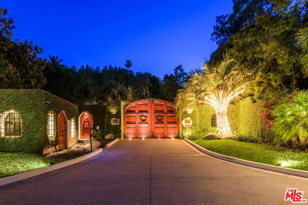 $68,000,000 - 11Br/17Ba -  for Sale in Beverly Hills