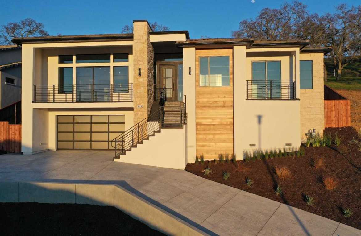 $959,000 - 5Br/3Ba -  for Sale in Folsom