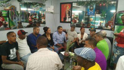 Comite Pro-Desarrollo del Ejido se reúnen de emergencia para tocar tema pared cancha del ejido e iluminación del barrio.