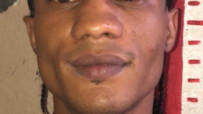 Policía en Santiago Apresa Reconocido Vendedor de Drogas.