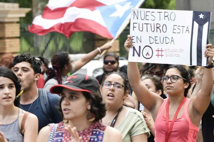 Puertorriqueñas repudian la deuda pública al reclamar sus derechos