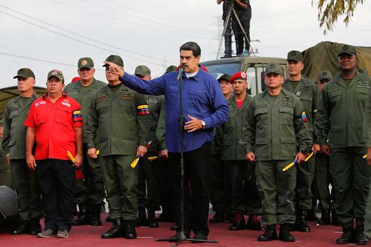 Maduro insta a jóvenes milicianos a ingresar a la Fuerza Armada