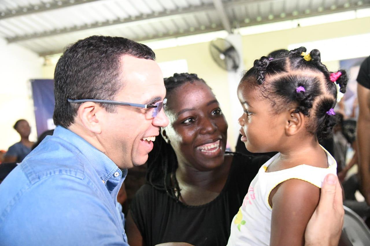 Navarro promete familia, educación, artes, deporte y empleo a juventud