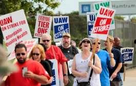 Sindicato y General Motors negocian en medio de huelga en EE.UU.