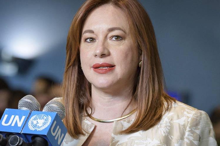 Ecuatoriana Espinosa busca encabezar la OEA y ser puente de diálogo