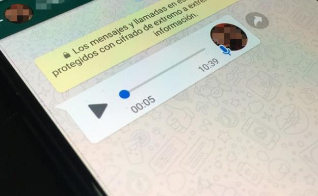 El truco para grabar un audio de WhatsApp y enviarlo cuando quieras