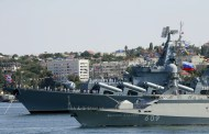 Un buque ruso portamisiles vigila a un destructor de EE.UU. recién llegado al mar Negro