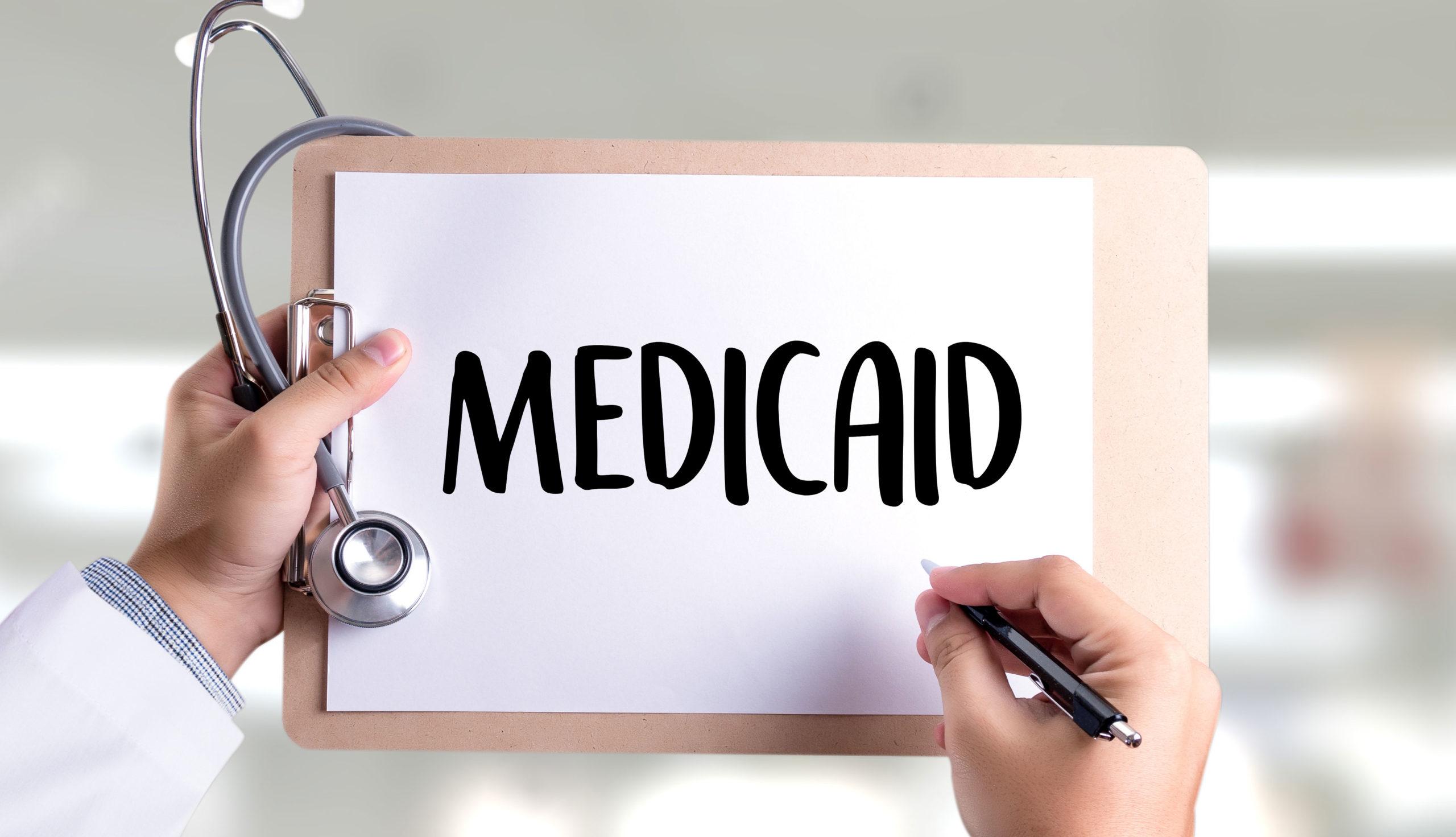 500 millones de dólares en recortes Programa Medicaid en NY afectarían dominicanos