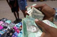 """Crisis en Venezuela: cómo el país se convirtió en """"multimoneda"""" (y cómo afecta a la vida diaria de los venezolanos)"""