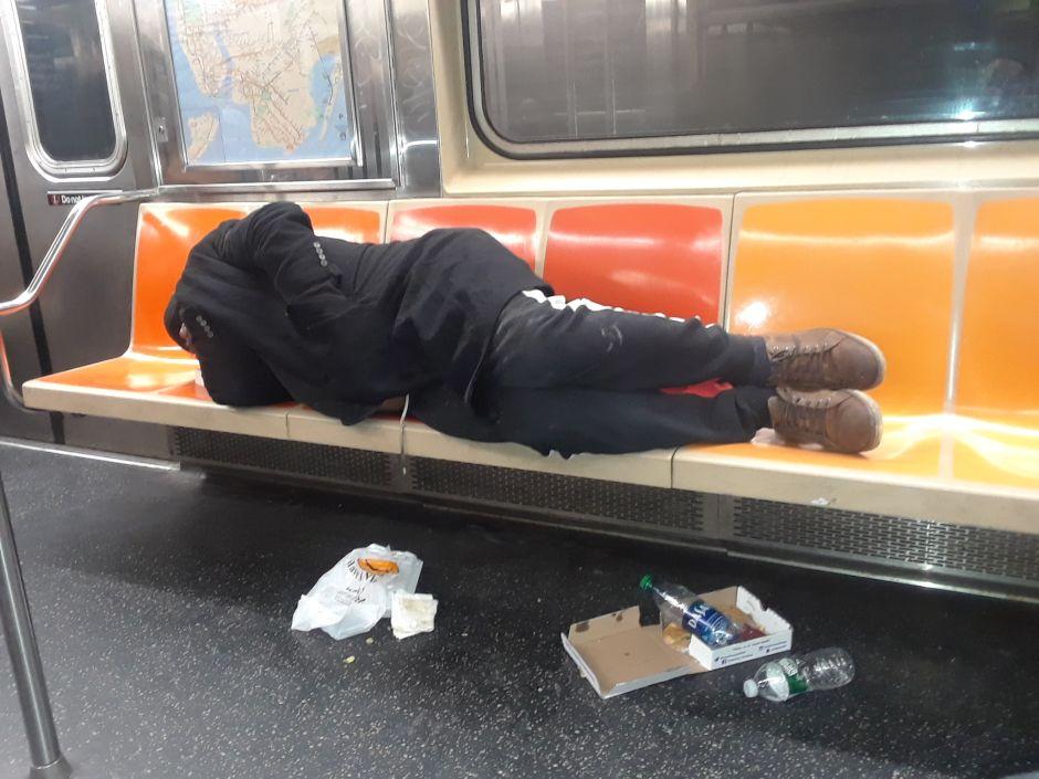 Más enfermeras ayudarán a NYPD a combatir crisis de indigentes en calles y Metro de Nueva York